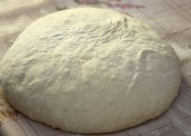 Pâte à pizza maison fine et croustillante
